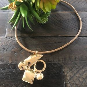 Jewelry - 🆕 Abstract Gold Necklace